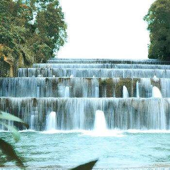 """Hồ hóc răm – địa điểm du lịch mới  của xứ """"hoa vàng cỏ xanh"""""""