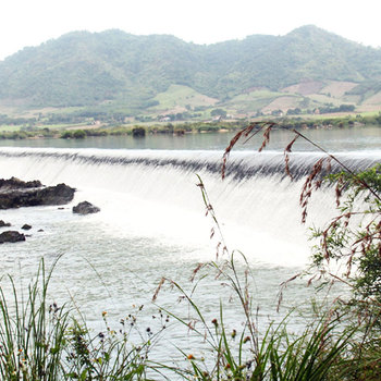 Vẻ đẹp kỳ vĩ của con đập Đồng Cam