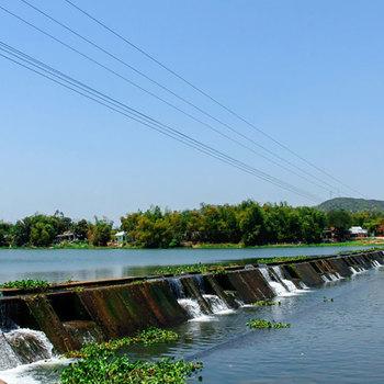 Đi qua đập Tam Giang
