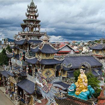 Lịch sử và kiến trúc đặc biệt Chùa Linh Phước