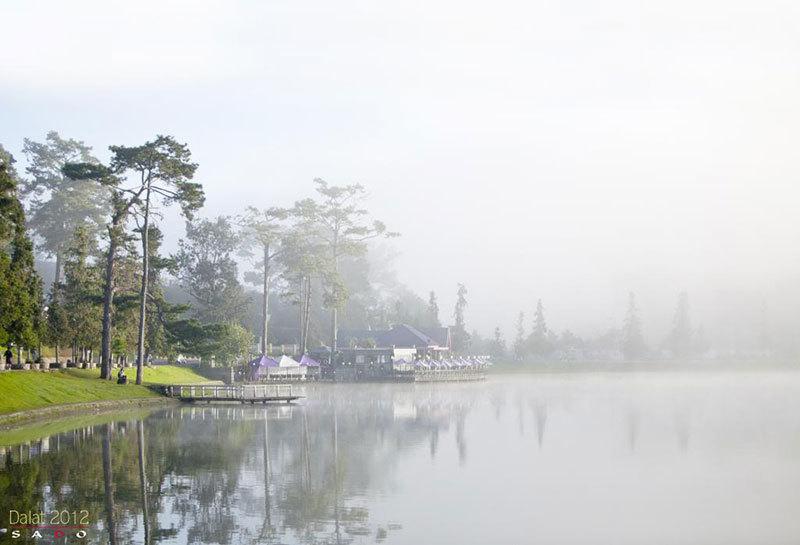 Sương mờ buổi sáng Hồ Xuân Hương