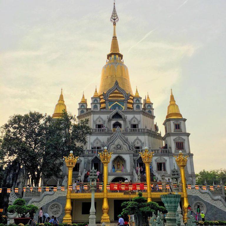 """Check- in ngôi chùa Thái đẹp """"quên lối về"""" ở Sài Gòn"""